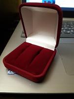 Отдается в дар Бархатная коробочка для украшений, сережек