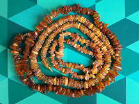 Отдается в дар Янтарные, коралловые, жемчужные бусы