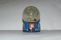 Отдается в дар Сувенир шар со снегом Эйфелева башня