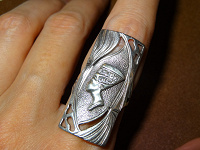 Отдается в дар Кольцо серебряное с Нефертити