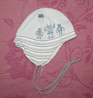 Отдается в дар Демисезонные шапки