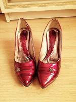 Отдается в дар Туфли лакированные бордовые 37 размер