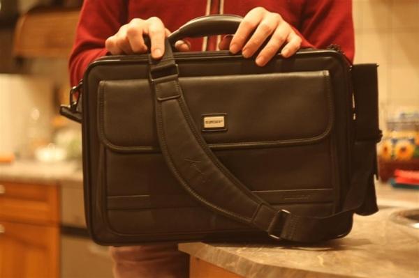 Большая наплечная сумка для ноутбука. Sumdex