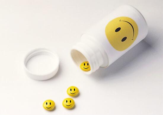 Открытки про таблетки, открытки поздравления новым