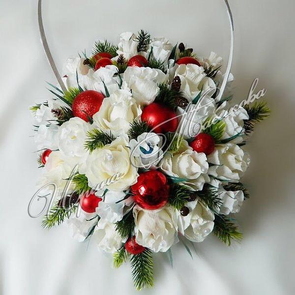 Цветы доставкой, оформление букет на новый год из конфетки